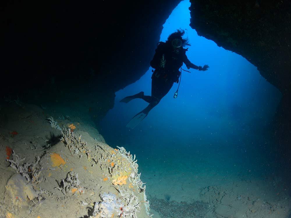 Immersioni subacquee Milazzo,Isole Eolie-Grotta del Cristo-Blunauta Diving Center