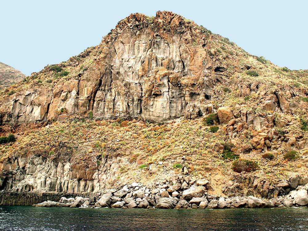 Escursioni Sicilia diurne e notturne,terrestri e marine-Scoglio Quaglietto Vulcano