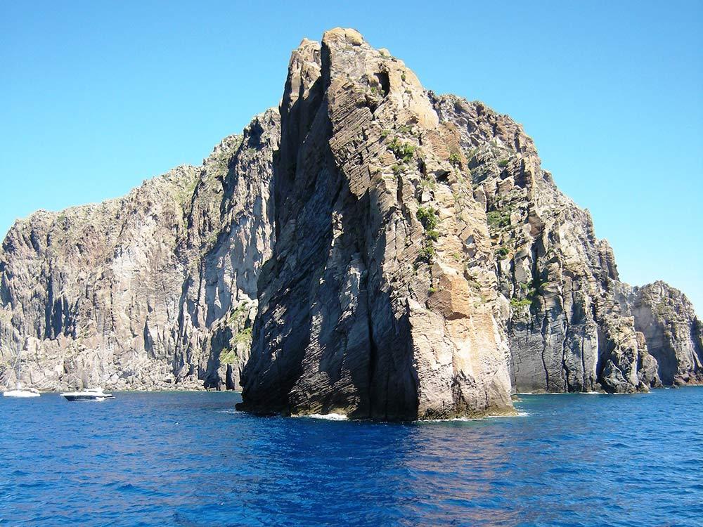 Escursioni Isole eolie terrestri e marine-Pietra menalda-Faraglioni Lipari